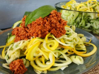 Zoodles Zucchini Nudeln mit Erbsenprotein Hack